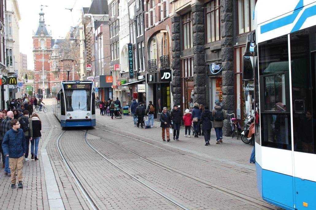 aanrijding bus tram smartengeld letselschade amsterdam