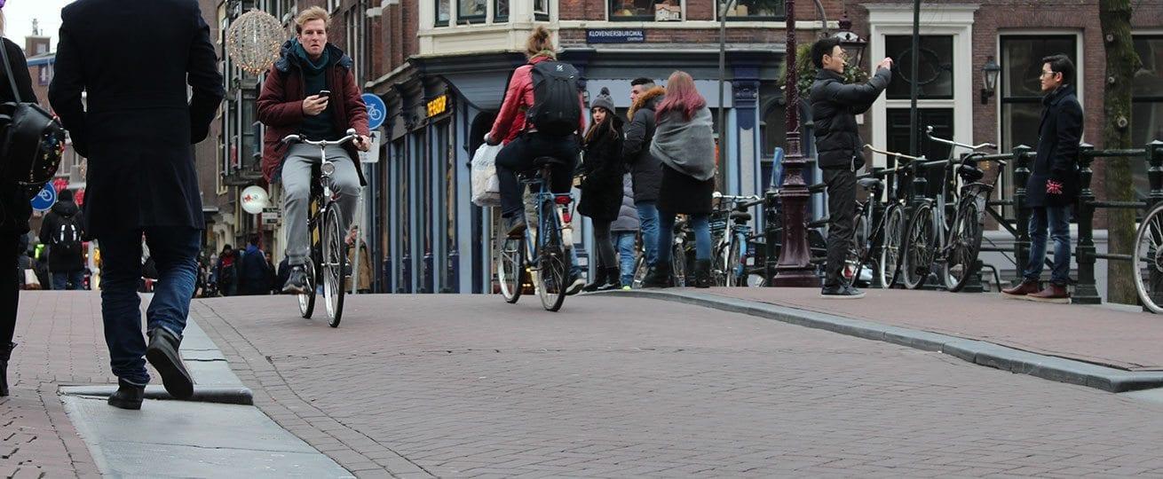 Fietsen in Amsterdam kan gevaarlijk zijn voor het gebit