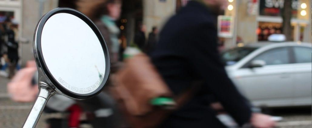 Fietser aangereden scooter aanrijding ongeluk letselschade amsterdam schadevergoeding