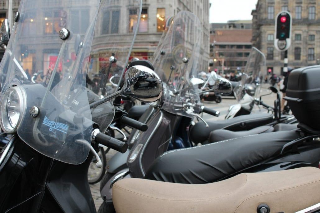 scooterongeluk brommerongeluk scooter brommer ongeluk letselschade advocaat amsterdam letsel schadevergoeding bijrijder