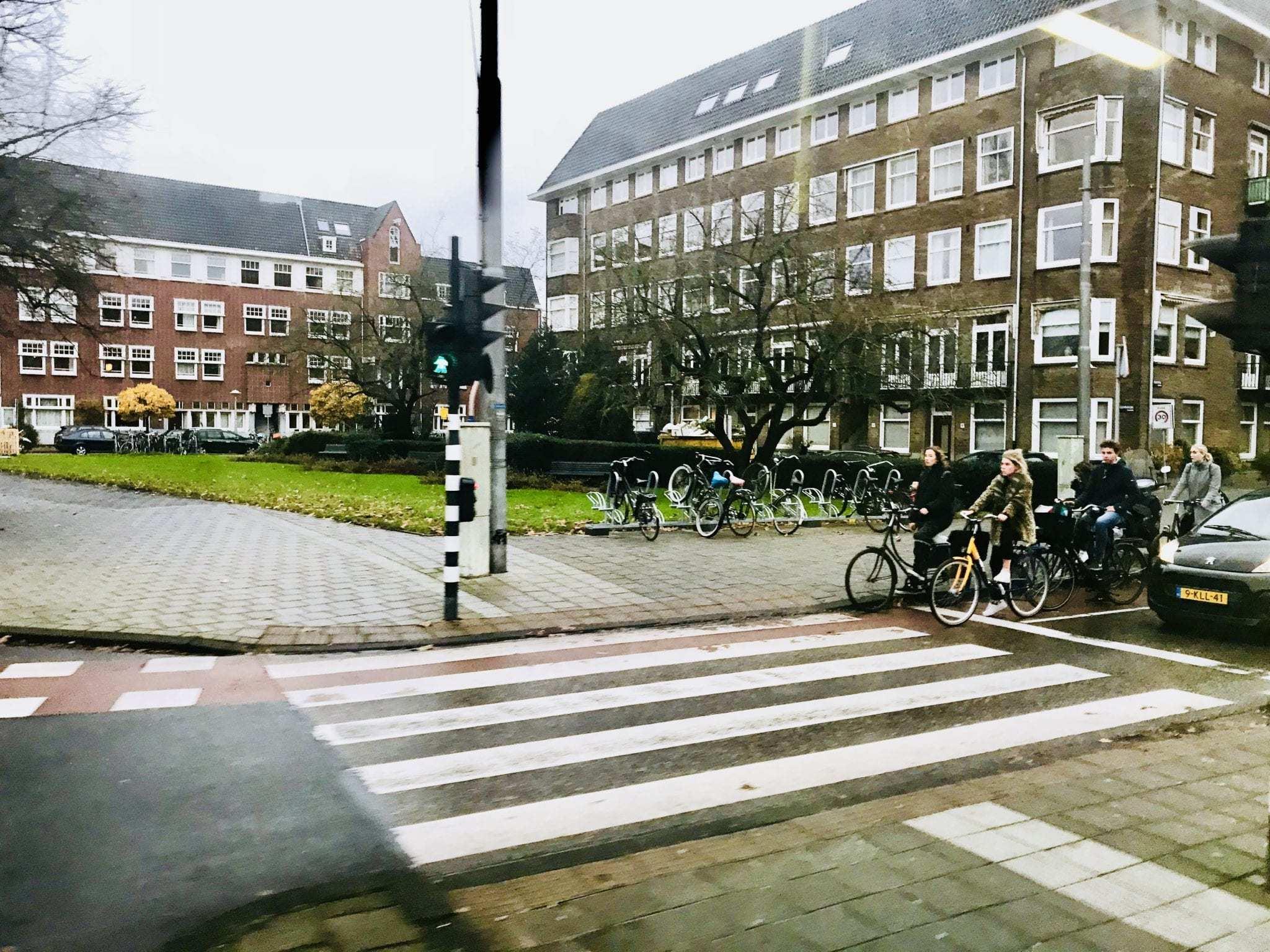 Dit is het breedste zebrapad van Amsterdam